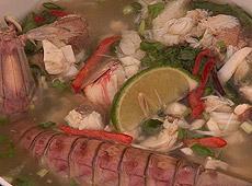Zupa ha long z krabami i rybą