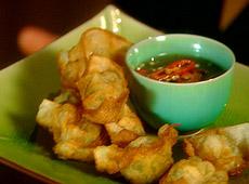 Chrupiące wontony krewetkowe ze słodkim sosem chili