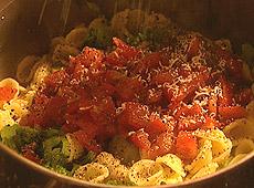 (odc.01) orecchiette z brokułami, pomidorami i anchois