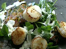 Smażone przegrzebki z racuszkami warzywnymi
