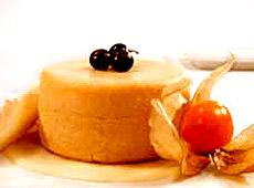 Pudding jaśminowy z kruchymi waflowymi tulejkami