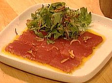 Carpaccio z tuńczyka w oliwie bazyliowej