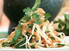 Sałatka z wietnamskim dressingiem nuoc nam