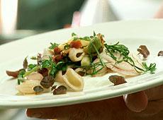 Sałatka z makaronu orechiette i fenkułu