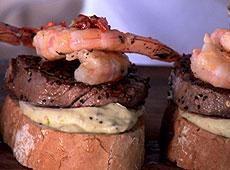 Smażone steki i krewetki z sosem aioli