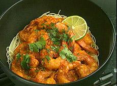 Tajskie krewetki w czerwonym curry, z makaronem