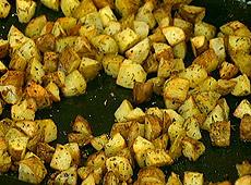 Pieczone w piekarniku ziemniaki z czosnkiem i rozmarynem
