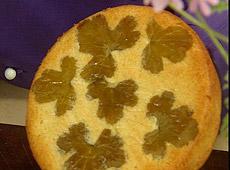 Ciasto migdałowe aromatyzowane liśćmi pelargonii