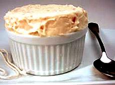 Mrożony suflet z białej czekolady z rabarbarem