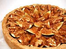Tarta orzechowo-figowa z serem brie i sosem gruszkowym