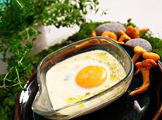 Jajka pieczone z kurkami i parmezanem