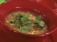Zupa kukurydziana w stylu tex-mex z czerwoną papryką