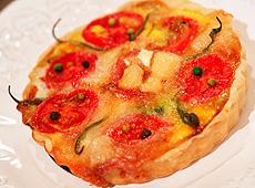 Tarta z kozim serem i pomidorami