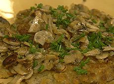(odc.12)eskalopki wieprzowe z sosem pieczarkowym