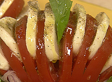 Pomidory przekładane mozzarellą