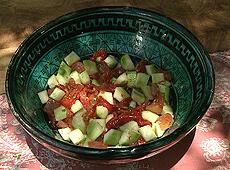 Sałatka z pieczonej papryki, ogórków i pomidorów