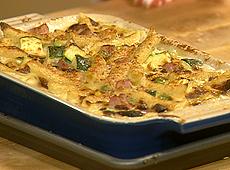 Zapiekanka z makaronu, szynki i warzyw
