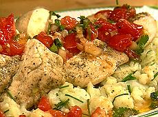 Pierś kurczaka z kalafiorem i czerwoną salsą