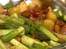 Szparagi z grzankami i hiszpańską kiełbasą
