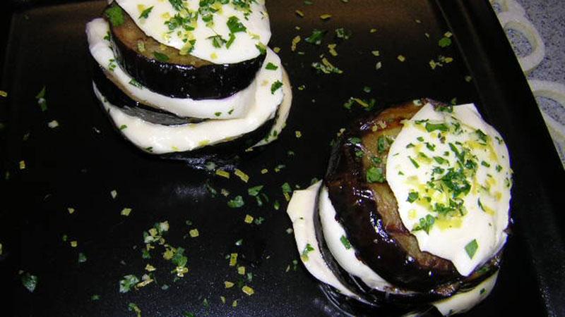 Grillowane bakłażany i mozzarellą z gremolatą