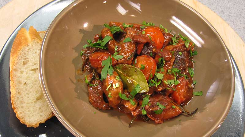 Wołowina z sosem z grzybów i pomidorów