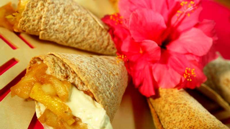 Tortilla z karmelizowanym ananasem i jabłkiem