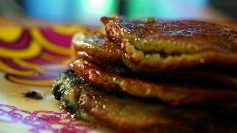Pancakes z borówką amerykańską i syropem klonowym