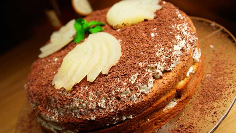 Szybki tort z gruszkami