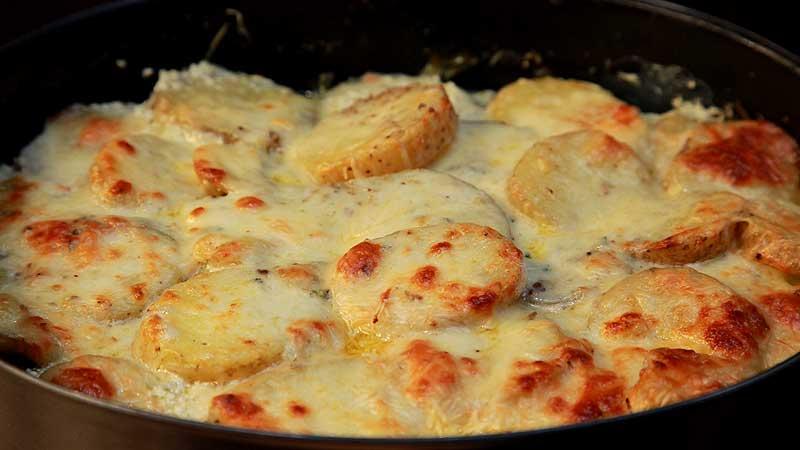 Zapiekanka ziemniaczana z gorgonzolą