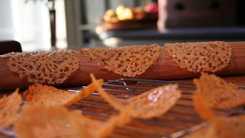 """Parmezanowe ciasteczka typu """"tuile"""""""