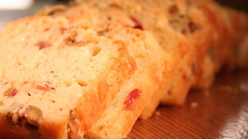 Chleb z bekonem i oliwkami