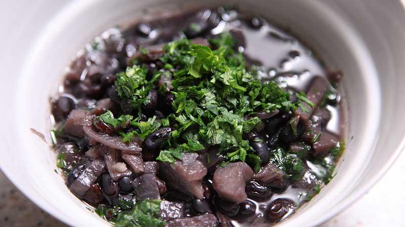 Czarna zupa śródziemnomorska