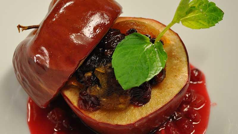 Jabłko pieczone faszerowane owocami suszonymi i orzechami