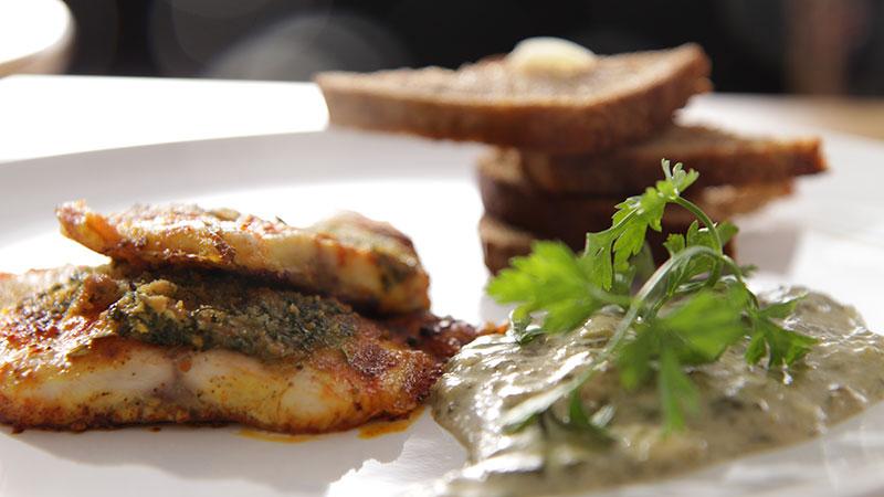 Pieczone filety z leszcza w sosie szczawiowym