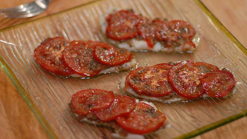 Ryba z pomidorami i tapenadą z zielonych oliwek