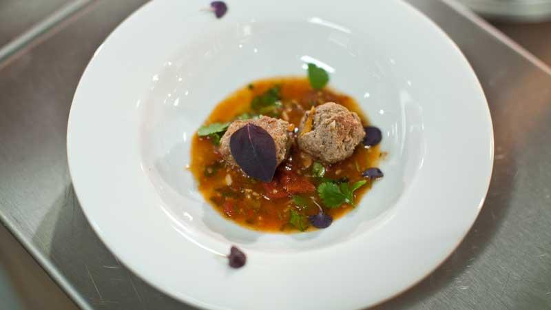 Jagnięcina podhalańska z kminem rzymskim i pomidorami