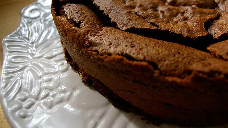 Ciasto czekoladowe ze spękanym wierzchem