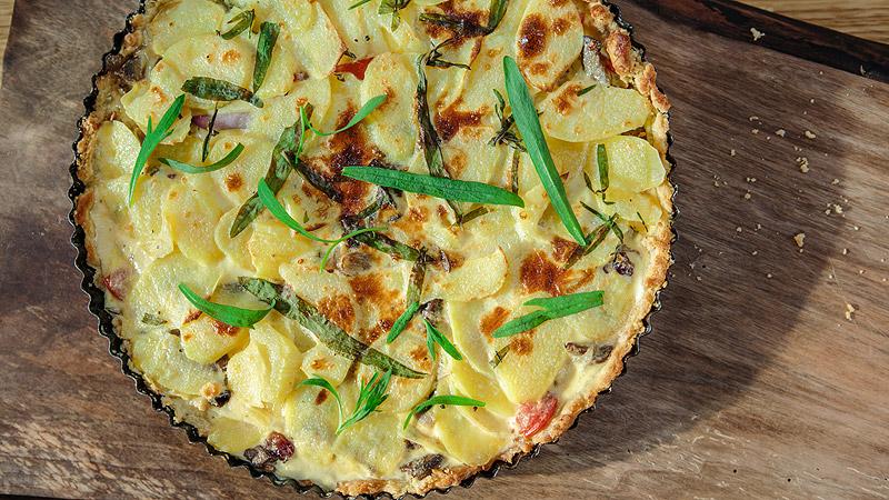 Tarta z wątróbkami i plastrami ziemniaków