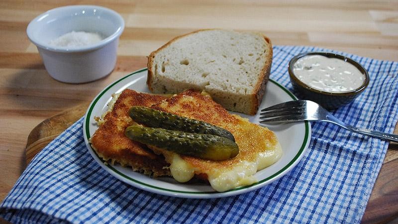 Smażony ser z sosem tatarskim