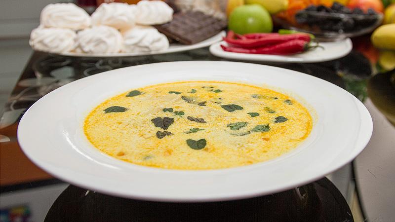 Pikantna zupa z ananasa