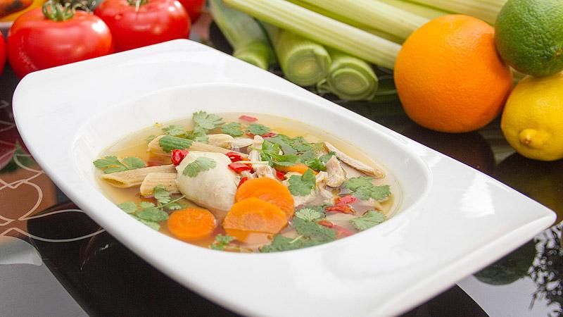 Zupa z kurczaka z trawą cytrynową