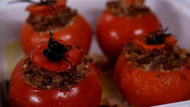 Pomidory faszerowane kaszą gryczaną