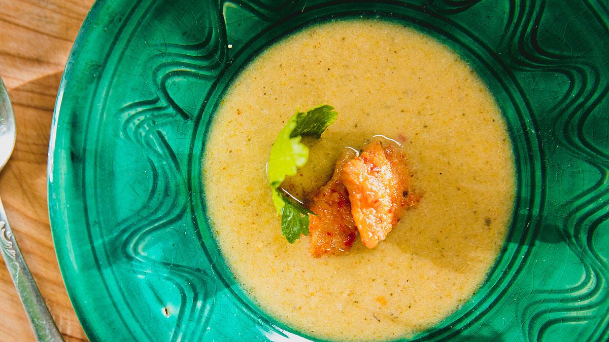 Kremowa zupa  z dorsza z marynowanym imbirem i ziemniakami