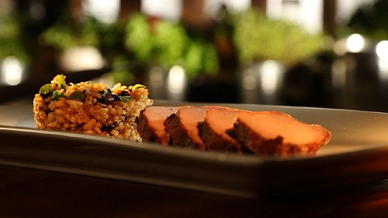 Schab z dzika z risotto z borowikami i sosem z czerwonego wina z czekoladą