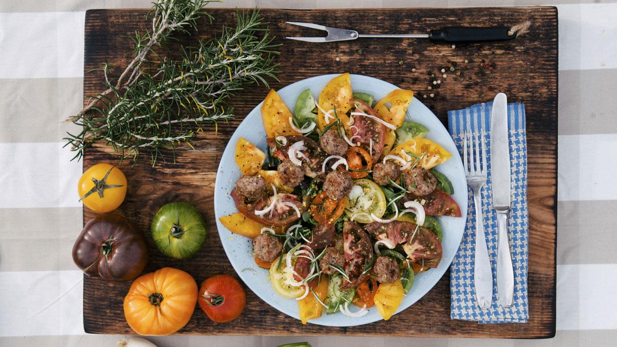 Kuleczki mięsne w ziołach prowansalskich z sałatą mesclun