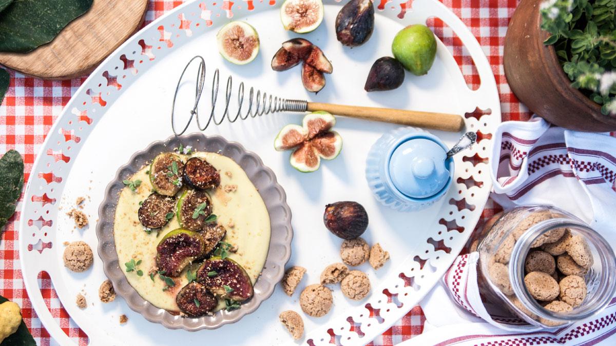 Zabajone, figi karmelizowane miodem i kruszonka z ciasteczek amaretti