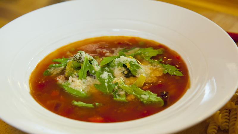 Wegetariańska zupa gulaszowa