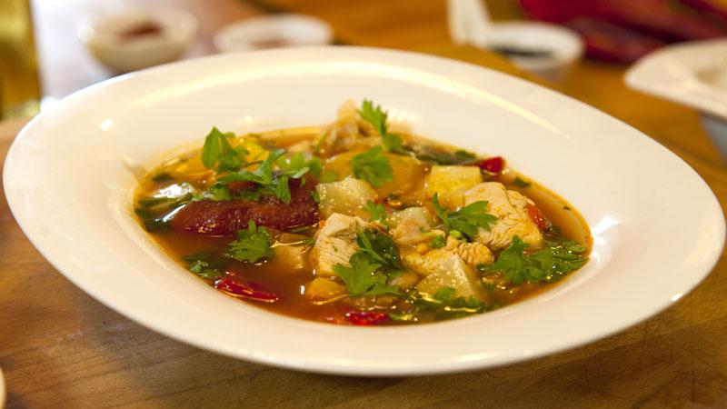 Hiszpańska zupa z kurczakiem i papryczkami