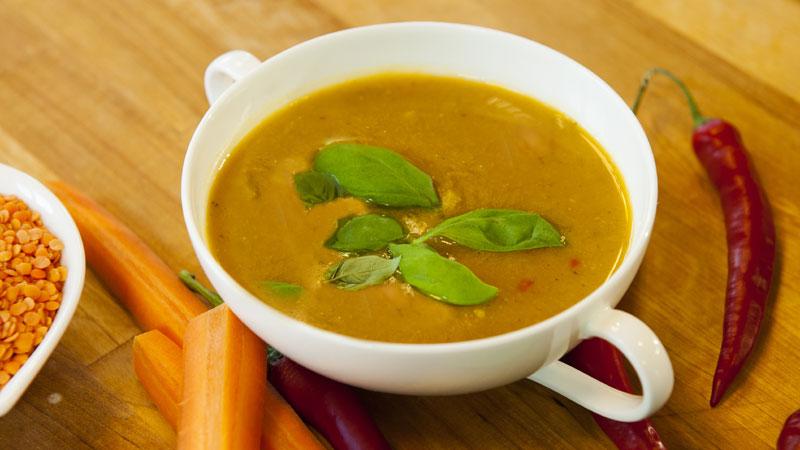 Rozgrzewająca zupa z czerwonej soczewicy