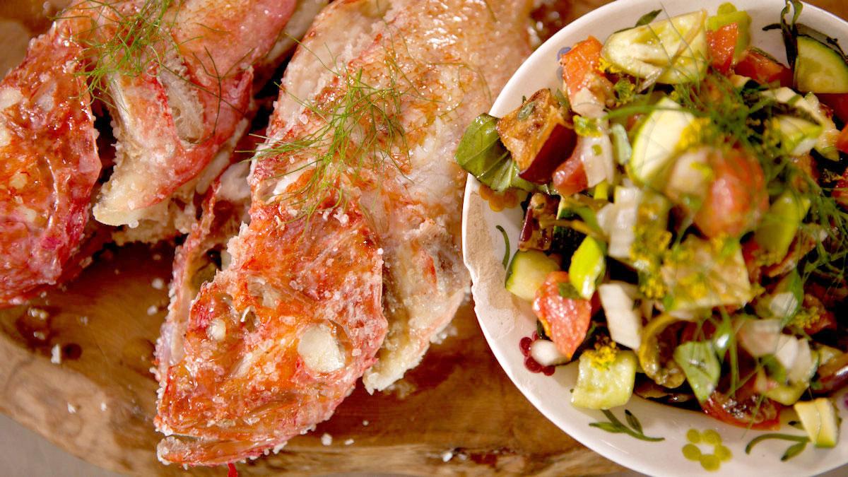 Ryba w soli nadziewana fenkułem i cytryną